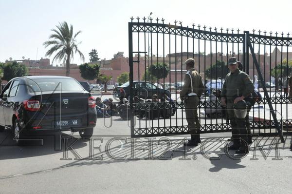 عاجل: مكفوفون يعتصمون فوق الإسفلت بمدخل ولاية مراكش + صور