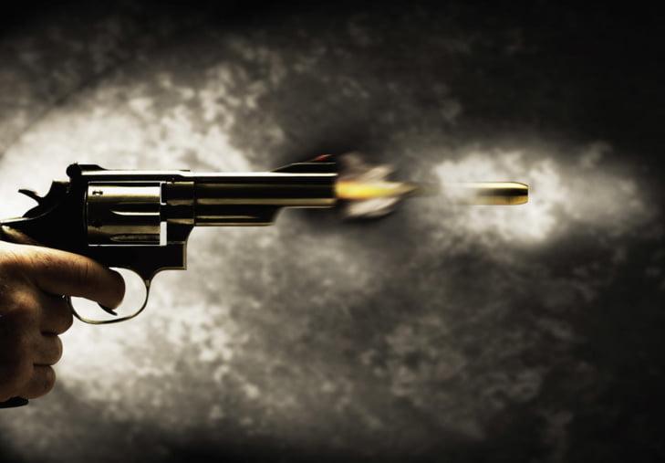 شرطي يطلق النار على شخص هدد والدته بواسطة السلاح الأبيض
