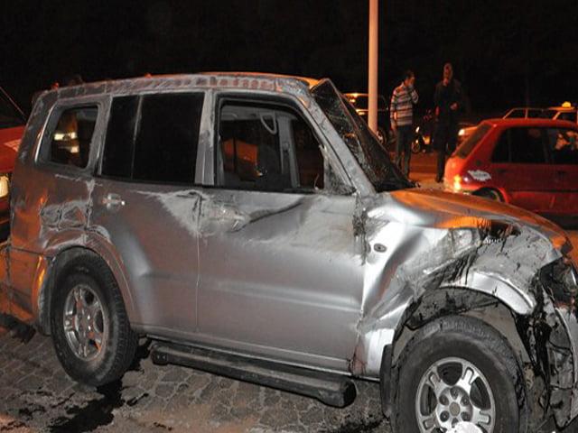 إصابة خمسة أشخاص بجروح متفاوتة الخطورة جراء انقلاب سيارة رباعية الدفع
