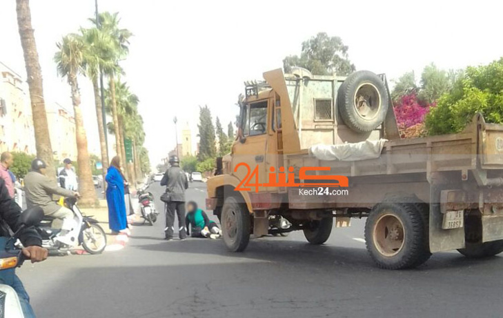 عاجل: شاحنة تصدم سيدة من ذوي الإحتياجات الخاصة وتتسبب لها في كسر بمراكش + صور