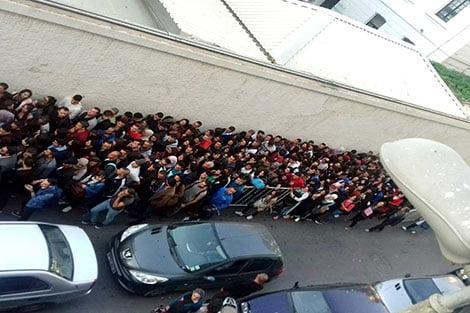 جدل في الجزائر حول طوابير لآلاف الطلبة أمام المعهد الفرنسي عشية ذكرى حرب التحرير