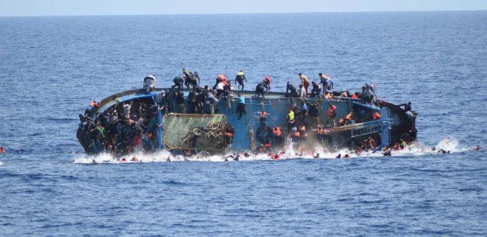 انتشال 23 جثة لضحايا غرق قارب لمهاجرين في البحر المتوسط