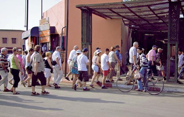 تزايد المظاهر المسيئة للسياحة بمراكش وسط مطالب بتعزيز تواصل الشرطة السياحية مع المهنيين