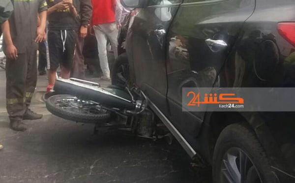 سيارة للنقل السياحي ترسل صاحب دراجة نارية في حالة خطيرة للمستعجلات بمراكش