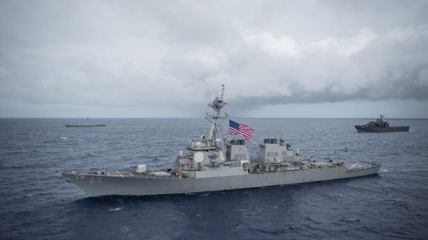 قاطرة يابانية تصطدم بمدمرة أمريكية خلال تدريبات قبالة سواحل اليابان