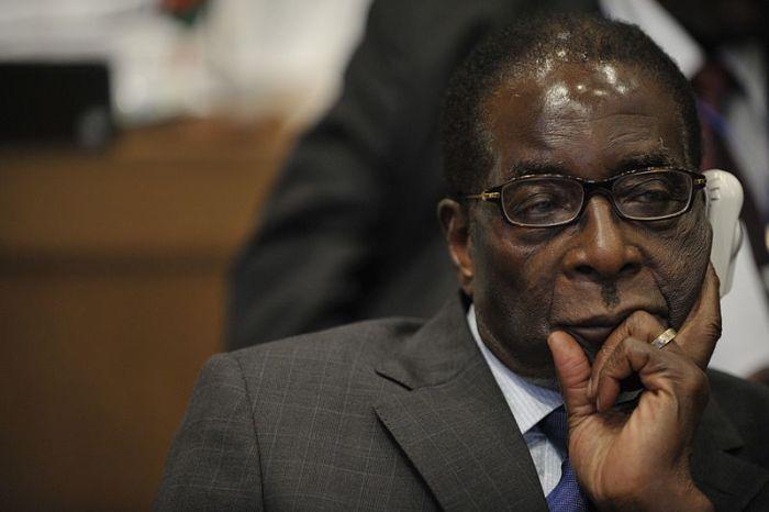 الحزب الحاكم في زيمبابوي يطيح بالرئيس موغابي