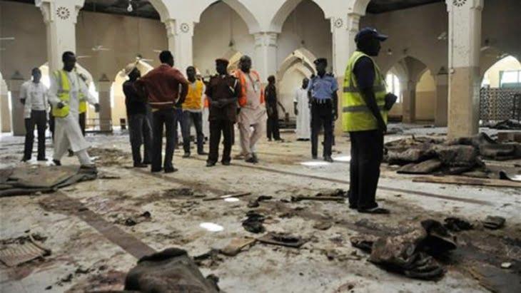 مقتل 50 شخصا على الأقل في تفجير انتحاري استهدف مسجدا بنيجيريا