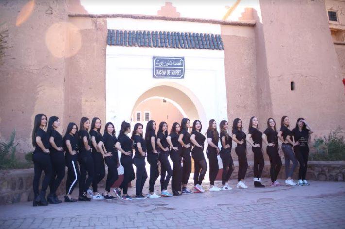 جميلات المغرب ينبهرن بجمال مدينة ورزازات