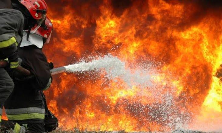 محزن.. مصرع طفلة وإصابة اثنتين من أسرة واحدة في حريق مهول