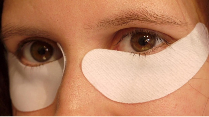 علاج الانتفاخ تحت العينين ...بـ 4 خطوات