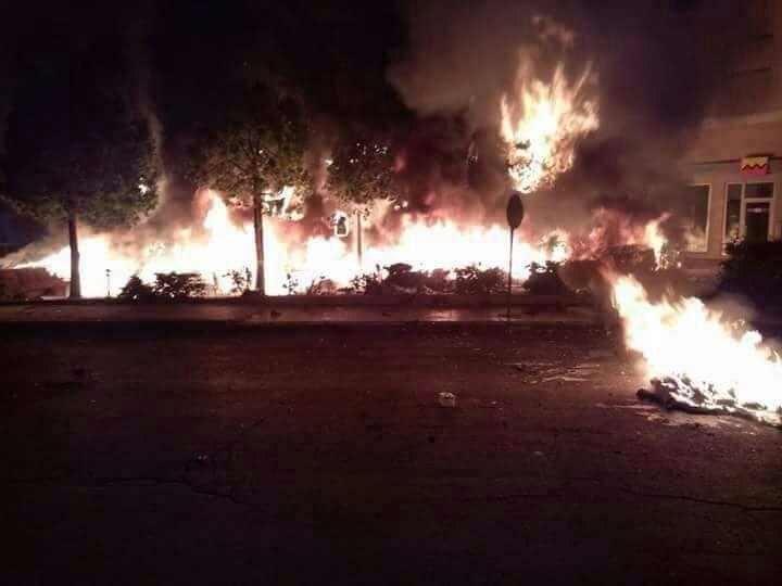 خطير.. مهاجرون أفارقة يضرمون النيران في محطة أولاد زيان + صور