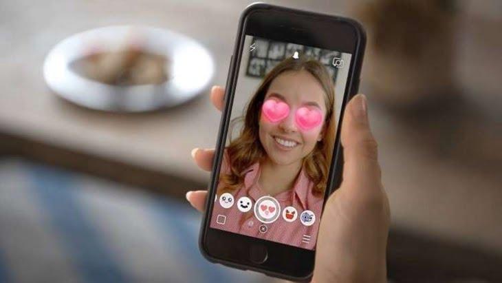 فيسبوك تستنسخ أكثر ميزات سناب شات شعبية
