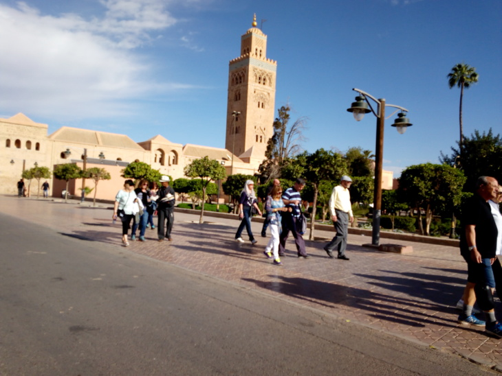 باعة متجولون يضايقون السياح بمحيط جامع الكتبية بمراكش