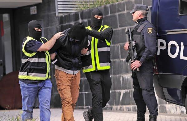تهمة تمجيد والإشادة بالأعمال الإرهابية تجر مغربيين إلى السجن