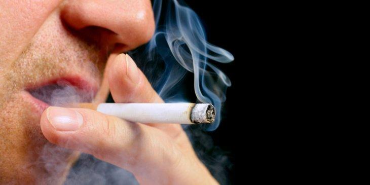 التدخين يُضعف التئام الجروج عند زراعة الأسنان