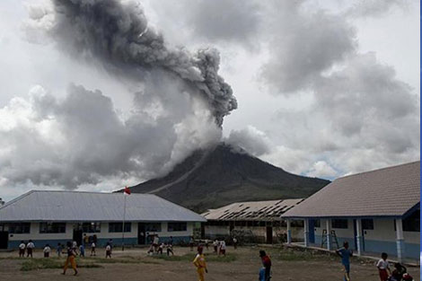 مصرع 19 شخصا جراء إعصار عنيف في جزيرة