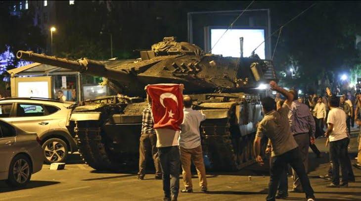 أنقرة تصدر مذكرات اعتقال في حق 360 شخصا من الجيش