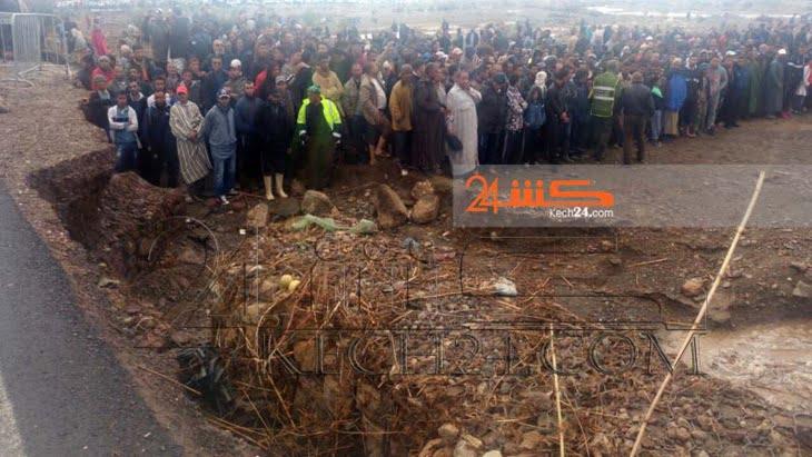 تواصل عمليات الانقاذ بعد انقلاب حافلة بتامنصورت وشاهد عيان يكشف لـ كشـ24 اسباب الحادث+ صور