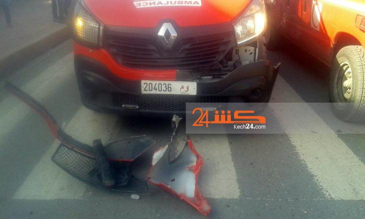 سيارة إسعاف تتعرض لحادثة سير أثناء نقل مريض للمستعجلات بمراكش + صور