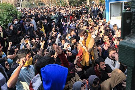 ليلة رأس السنة دامية في إيران والإحتجاجات تستمر لليوم الرابع على التوالي