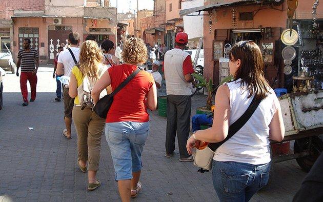 عاجل: سياح أجانب يتعرّضون للسرقة بالمدينة العتيقة لمراكش