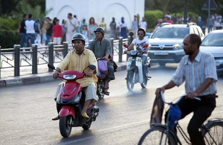 الدراجات النارية تتحدى البرد في مراكش وتقرّب المسافات رُغم بُعدها