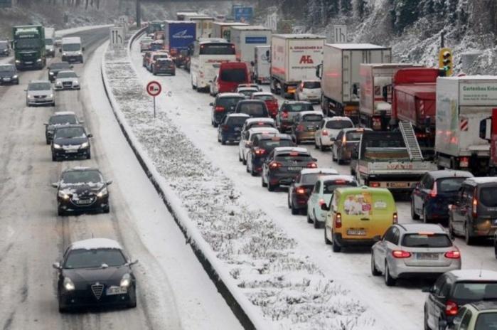 عاصفة شتوية تقطع الكهرباء عن 200 ألف أسرة في فرنسا