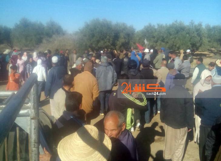 السلطة المحلية بسيدي غياث تفاوض المحتجين وسط إصرار الساكنة على مواصلة شكلهم الإحتجاجي
