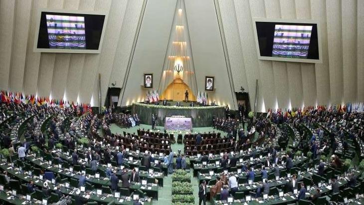 البرلمان الإيراني يناقش الاحتجاجات في البلاد