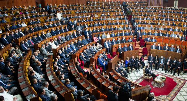 شريط فيديو يفضح دخول وزراء سكارى إلى البرلمان