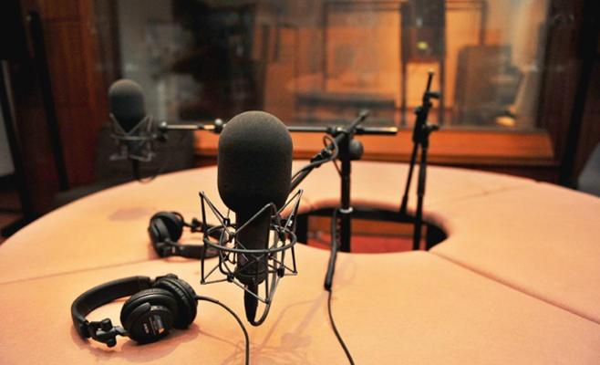 كلام السوق في برنامج إذاعي حول