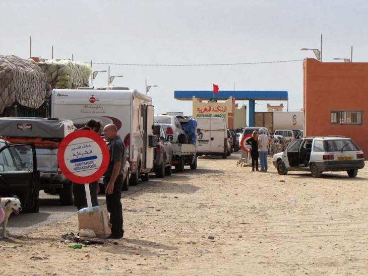 اعتقال أجانب بحوزتهم أسلحة نارية بالمعبر الحدودي الكركارات جنوب المغرب