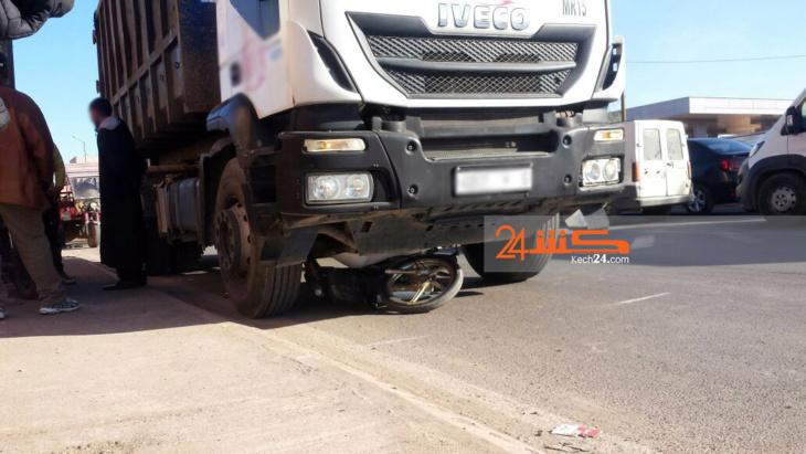شاحنة تقتل سائق دراجة نارية في حادثة سير مروعة