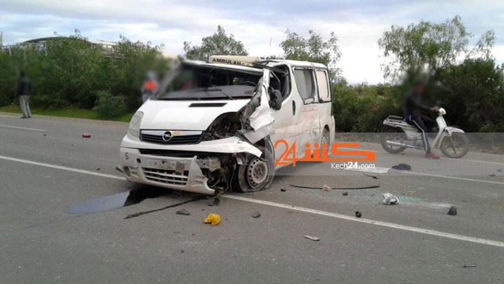 إنقلاب سيارة إسعاف يرسل سائقها في حالة خطيرة للمستعجلات بمراكش + صورة