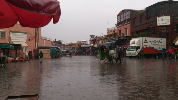 سماء غائمة مع أمطار وزخات معتدلة في توقعات أحوال الطقس ليوم الأربعاء