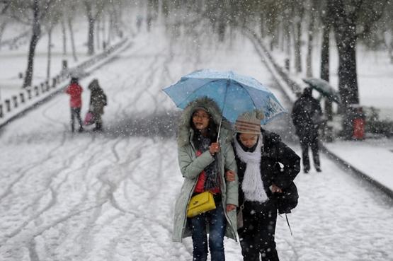 الثلوج الكثيفة تتسبب في حالة من الاضطراب في أجزاء من الصين