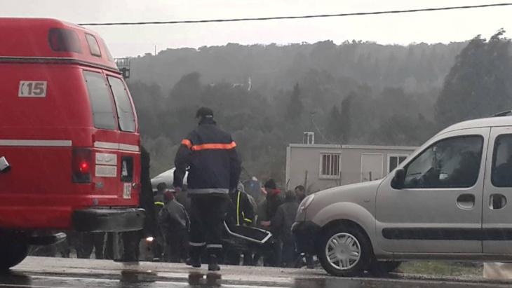 شاحنة تصدم طفلا في حادثة سير خطيرة وأشخاص يعرقلون إسعافه