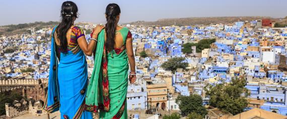 ملابس داخلية للنساء في الهند بها كاميرا وجهاز إنذار و
