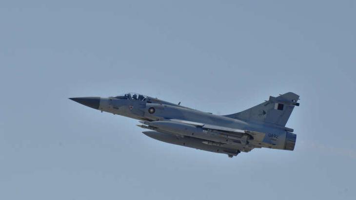 التوتر يتصاعد.. مقاتلة قطرية تتصدى لطائرة إماراتية اخترقت الأجواء مجددا