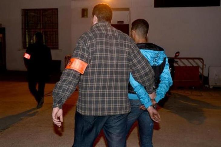 اعتقال شخصين سلبا 4 أربعة أشخاص هواتفهم وساعاتهم اليدوية باستعمال السيوف