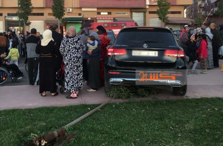بالصور: نجاة اطفال وأسر من الموت بعد فقدان شابة للسيطرة على سيارتها بمراكش