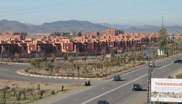 ساكنة تامنصورت تدعوا الملك محمد السادس لزيارة المدينة لإعادة الحياة اليها