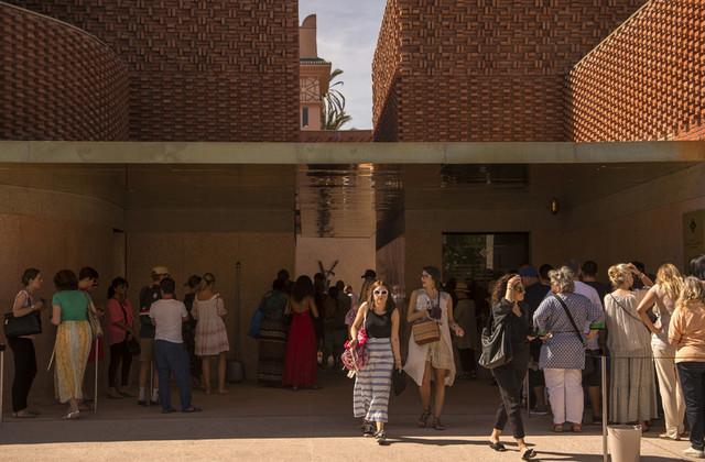 تنظيم معرض لمصمم الأزیاء المغربي نورالدین أمیر في متحف ایف سان لوران بمراكش