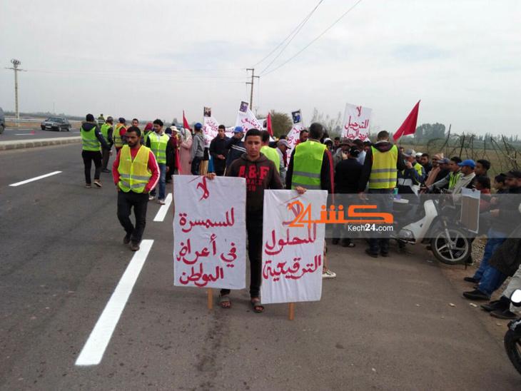 عاجل: مواطنون يخرجون في مسيرة على الأقدام باتجاه مقر ولاية جهة مراكش + صور