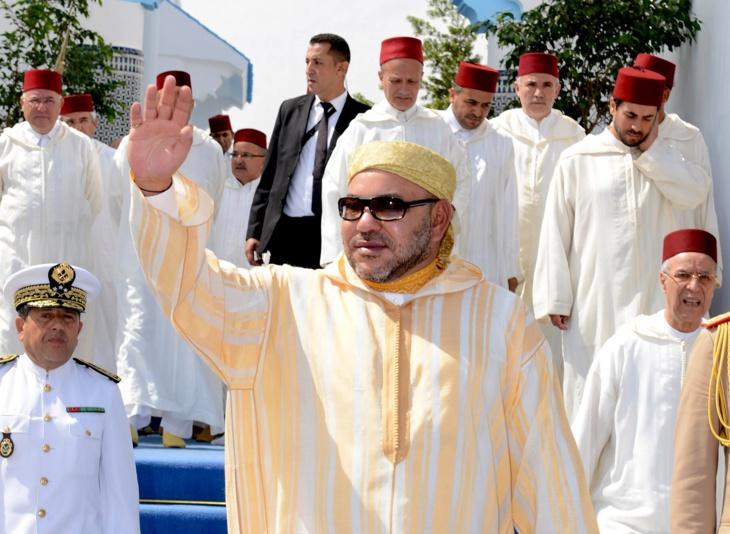الملك محمد السادس يؤدي صلاة الجمعة بمسجد