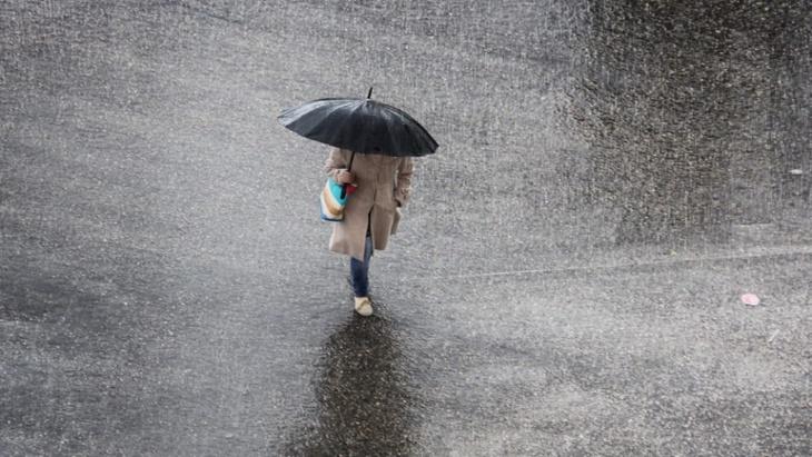 نشرة خاصة.. زخات عاصفية وتساقطات مطرية وبَرَد الأحد والاثنين في عدد من جهات المغرب
