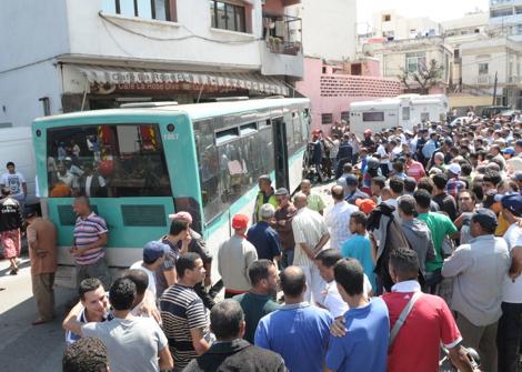 خطير: حافلة تقتحم مقهى وتخلف عددا من المصابين