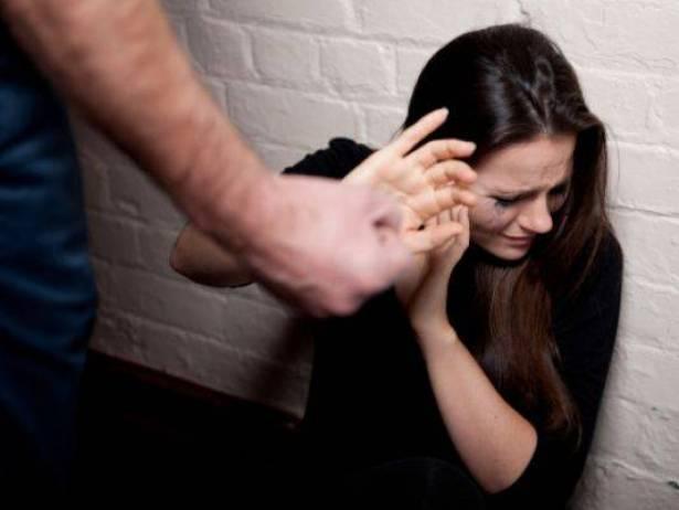 حذاري قبل أن تضرب زوجتك.. قانون جديد لتجريم العنف ضد المرأة
