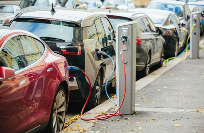 قريبا.. شواحن كهربائية للسيارات بين محور طنجة مراكش