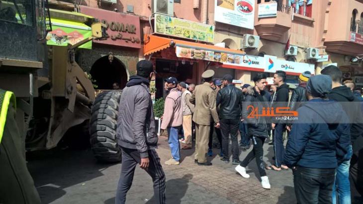 السلطات تستعين بجرافة لتحرير الملك العام بممر